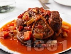 Осо буко с телешки джолан, бяло вино, доматено пюре, мащерка и розмарин (телешко задушено особуко) - снимка на рецептата
